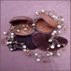Ketting, gehaakt op zilverdraad met diverse parels