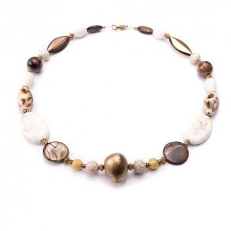 Prachtige ketting met verschillende bruine kralen en natuursteen.